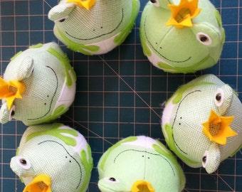 Mr Right: frog sewing pattern, felt frog, frog PDF, frog toy, frog prince, easy frog pattern, frog plush