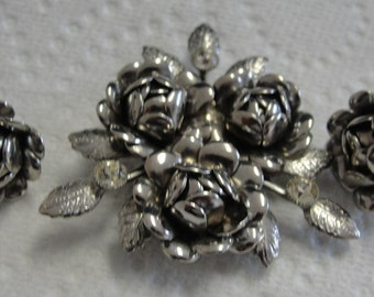 Vintage Silver Tone Flower Rhinestone Accent Penant/Brooch Combo Matching Screw Earrings