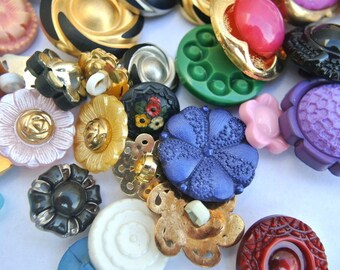 90 Buttons, flowers, SHANK BUTTONS, antique and vintage  plastic buttons