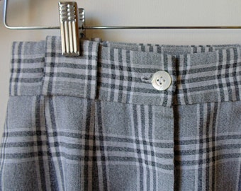 Gray Plaid Shorts, Pleated Shorts, Vintage Clothing, 90s Clothes, Size US 6 Women, Womens Clothing, Small Size Shorts, Plaid Shorts