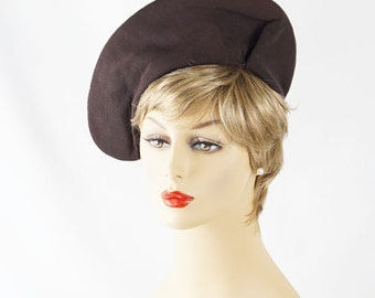 Vintage 1940s Brown Twill Asymmetrical Brimmed Beret or Tam Sz 21