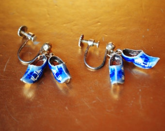 Souvenir vintage 40s sterling silver 885 screw back earrings with a dangle holland clogs.