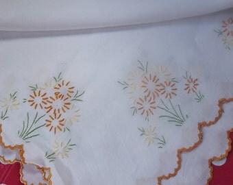 pretty cotton scalloped edged embroidered tablecloth 36x36