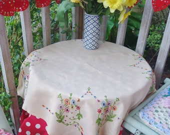 pretty vintage hand embroidered on linen multi daisy  tablecloth 32x34 inches