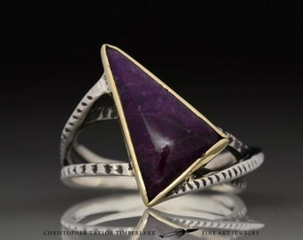 Cuttlefish Sugilite Ring - Triple Band Triangle - Gold