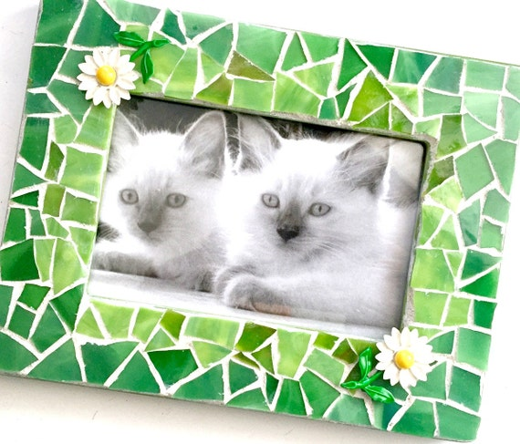 Green Mosaic Frame, Green Picture Frame, Daisy Flower Mosaic Frame, Bright Green Mosaic Glass Frame with Daisy Flowers, 3.5 x 5 Frame
