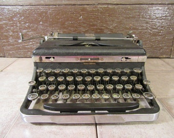 Price reduced....Wonderful old Royal Deluxe Typewriter- 1930s, beautiful, functional