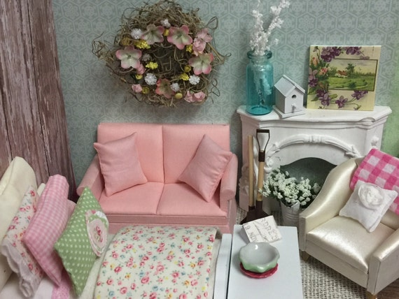 Miniature Dollhouse Pink Love Seat