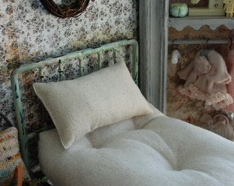 Old Fashioned Mattress and Pillow set for Blythe