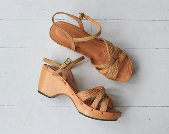 Raffia clog sandals | vintage 1970s platform shoes | 70s woven wood sandals 8