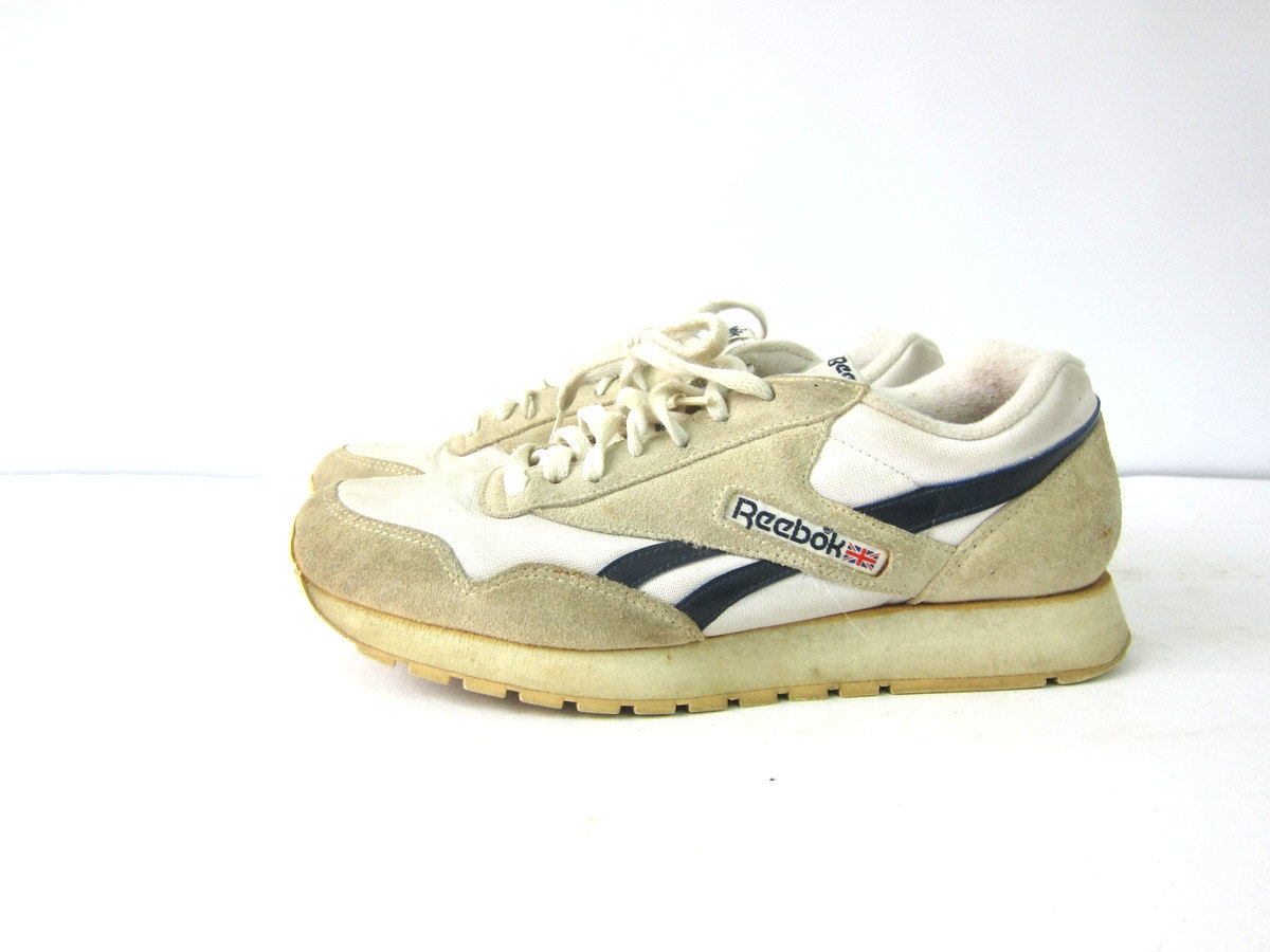 retro reebok tennis shoes white low tops lace up sneakers