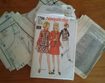 Women's Tailored Jacket and Skirt Sewing  Pattern Original 1960s Size to fit  36 inch bust.