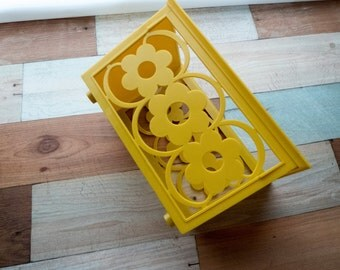 Vintage Plastic Daisy Container