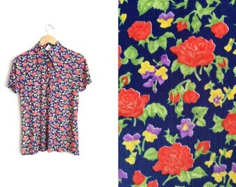 Size L // 1970s FLORAL SHIRT // Garden Floral Print - Pointy Wing Collar - Half Button-Up - Vintage '70s.