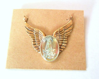 Artisan Wings with Vintage Glass Fatima Pendant Finding