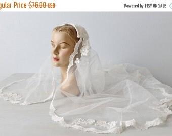 SALE Wedding Veil / Lace Veil / 1970s Wedding Veil / White Lace Trimmed Veil