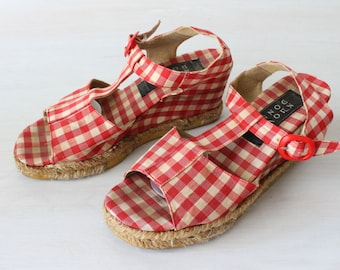 Vintage Espadrilles Buffalo Check Red and White Peep Toe T-Strap Sandals / Peep Toe Wedge Sandals / Size 7