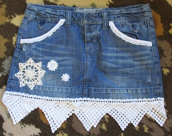 upcycled mini jean skirt ladies sz 6 refashion vintage lace doilies American eagle