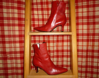 Vintage - Stuart Weitman - Lipstick Red - Pointed Toe - Mod - Slit Ankle - Side Zip Booties - Ladies 5 1/2