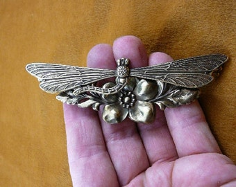 extra large Dragonfly insect pond bug lover on flower Victorian BRASS pin pendant brooch B-DRAG-50