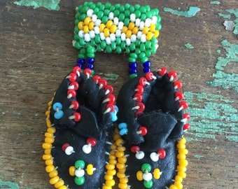 Vintage native American Indian Moccasin/Purse Brooch PIN Seed beads
