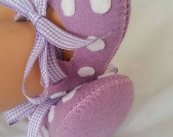 Lilac with white spots woolfelt baby shoes