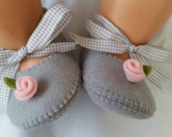 Light grey with pink rose baby felt shoes