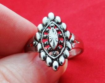 Vintage NOS new old stock silver tone size 8.75 ring in unworn condition