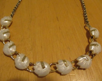 Vintage costume jewelry  / thermoset necklace