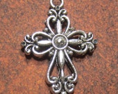 18 Silver pendant cross charms double sided antiqued metal 20mm x 28mm x 4mm Bus641-SR5-4