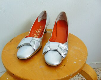 60s MOD silver Bow PUMPS size 7.5N