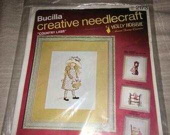 Bucilla Holly Hobbie COUNTRY LASS Crewel Needlecraft Kit 2173 New Vintage NOS
