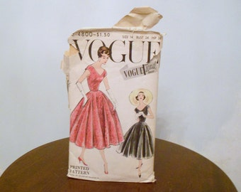 Womens  Vintage 1950s  Vogue Printed Dress  Pattern Size 14 Bust 34 style 4500  Madmen Rockabilly