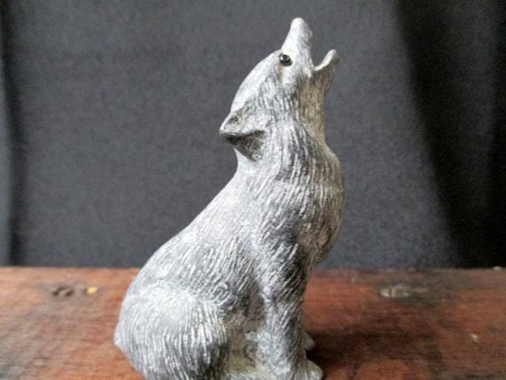 Vintage wolf figure aarktik sculptures gray soapstone