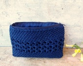 Crocheted purse in dark blue with zipper. Flat ultramarine pouch made of upcycled yarn with organic lining. Eco-friendly accessories