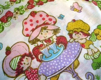 Pillowcase, Bedding, Strawberry Shortcake, Girls Bedroom, Cottage Charm, Pillow case, American Greeting Corp. by mailordervintage on etsy