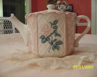 Shabby rose teapot