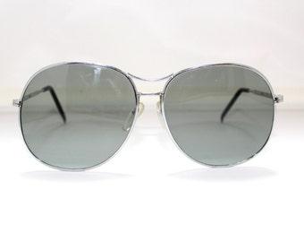 60s 70s Aviator  Pilots Sunglasses // 1960s 1970s VIntage Frames  // Gradient lens // Silver ///rh668