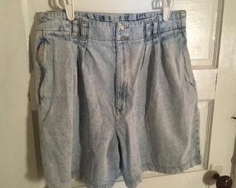 Vintage Mom Shorts. 1980s Womens Shorts. Acid Wash. Britania Brand. High Waist. High Rise Mom Jeans.