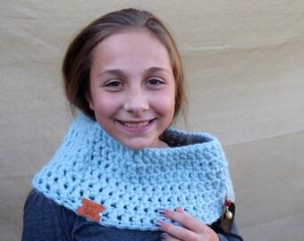 FALL SALE Chunky Knit Cowl Neckwarmer with Leather Leaf / Circle Scarf Neckwarmer / Sky Blue