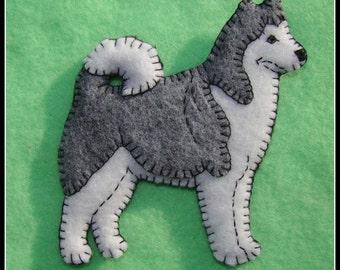 Alaskan Malamute handmade felt Christmas ornament-Refrigerator magnet combo. Original, unique. Great gift for dog lovers.