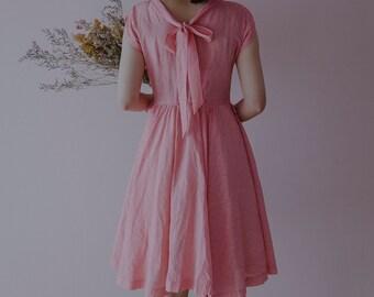 vintage 50s dress/1950s dress/pink stripe full skirt dress with ribbon tie