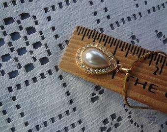 Vintage  Gold Tone Napier Necklace with Pearl Pendant