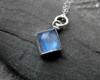 Dakota...........Silver Rainbow Moonstone Gemstone pendant Necklace