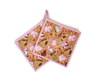 "Quilted Potholders ""Barnyard Pigs"" Set of 2, Fabric Potholders, Quiltsy Handmade, Pink Piggy"
