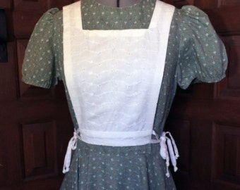 1970s Moss Green Country Dress with White Eyelet Bib