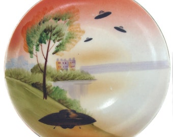 """They're Here - UFO Landing Plate - Altered Vintage plate 6.5"""""""
