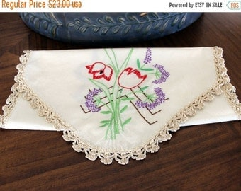 Embroidered Runner. Vintage Linens,  French Knots, Floral Motif, Crochet Edging, Light Ecru Linen 13147