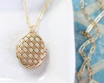 Small 9ct Gold Oval Locket Necklace, Solid 9 Karat Yellow Gold Vintage London Hallmarked Pendant - Basketweave