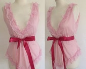 ON SALE Vintage 70s / Light Pink / Deep V / Lace / Ruffle / Boudoir / Lingerie / Babydoll /Nightie / Nightgown / Small